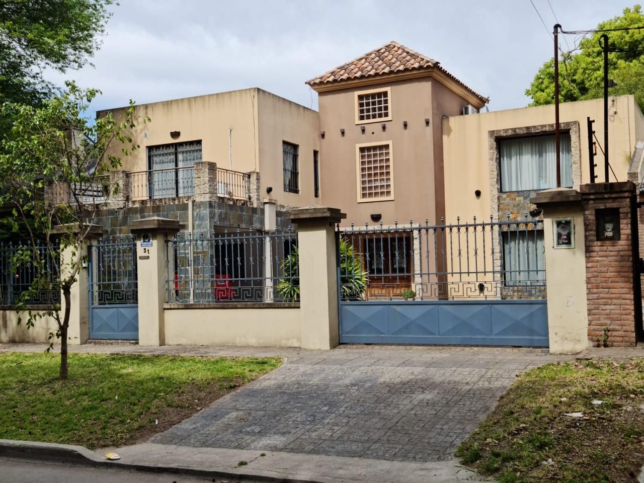 ALQUILER TEMPORARIO / CONFORTABLE CASA EN 2 PLANTAS, PISCINA, GALERIA Y GARAGE CUBIERTO. FARIAS 0, MUÑIZ.