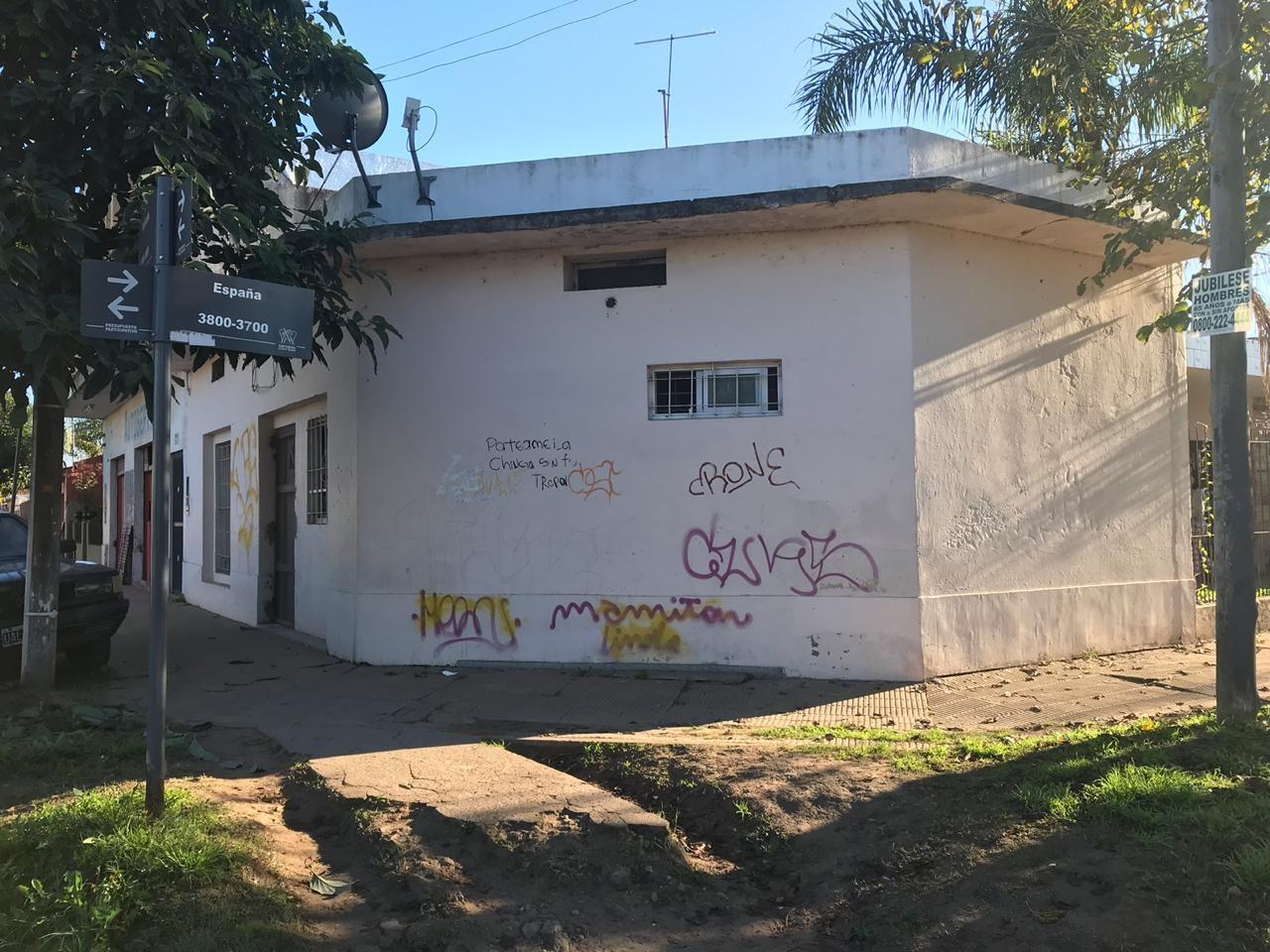 Casa en venta con departamentos | España esquina Pichincha | San Miguel Casa en venta con dos departamentos.